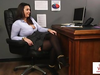 Office honey teaches slave fucking right hand to masturbate