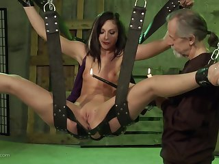 Teen brunette filial slut hanged overhead a swing and pussy abused hard