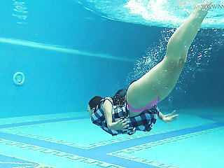Bootylicious lusty hottie Sazan Chehards exposes her curves underwater