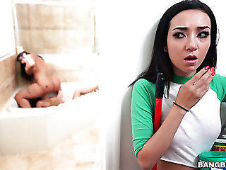 Kiley Jay is all busy with eating two racy pussies during sapphic triplet