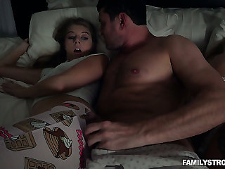 Horny MILF doesn't notice sweet Alyce Anderson fucking around their way brace