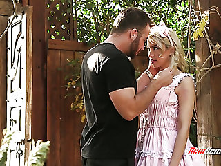 Met in the garden blonde princess looking Khloe Kapri gets fucked hard