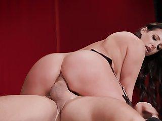 Hottie in stockings invites dictatorial gentleman in her butthole